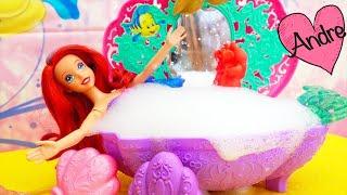 La sirenita Ariel se da un baño y llega Ursula   Muñecas y juguetes con Andre para niñas y niños
