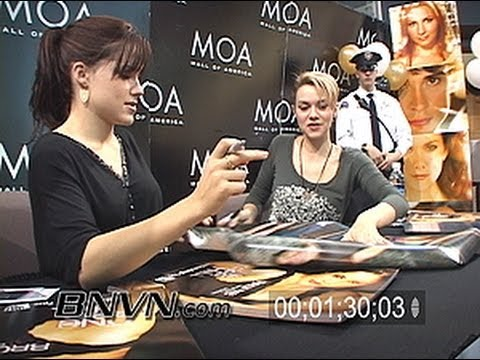1/14/2006 Video Of One Tree Hill Stars Signing Autographs