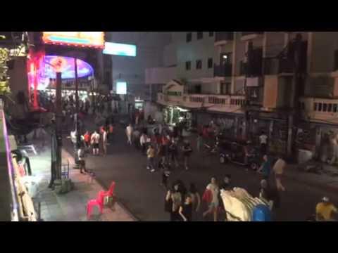 Khao San Road, on a Monday night