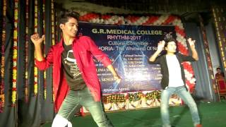 Me khiladi tu anari Best ever Duet dance performance by medical students - Comedy.