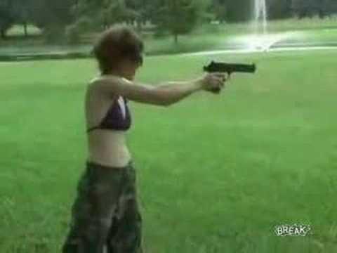 Дали дуре пистолет