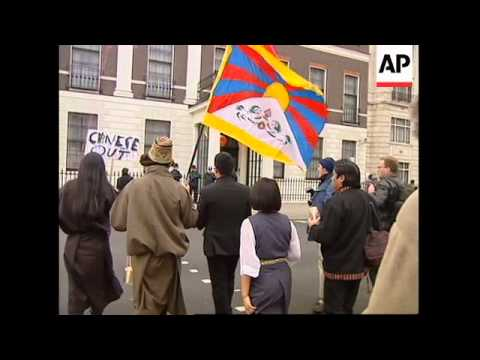 USA/UK: TIBETANS STAGE PROTESTS
