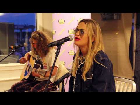 Rita Ora - Lonely Together (Acoustic Performance)