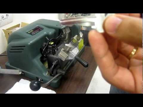 Easy and fast to Make house key. Use key machine