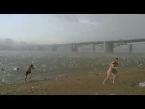 Tempestade apocalíptica assusta banhistas russos
