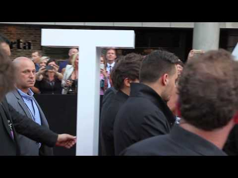 SBS PopAsia's ARIA Awards Katy Perry & One Direction fan-cam