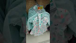 Baby  girl shopping at Walmart  for  Christmas  😊😊😊😊😊