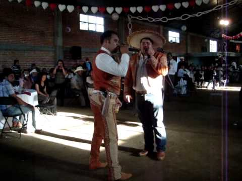 RUL CANTANDO EN LA BODA D BALDO.. BUENAVISTA MICHOACAN DIC 2010.
