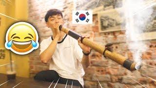 """Chết cười với pha hút thuốc lào """"sặc tới mũi""""  của anh chàng Hàn Quốc !!!"""