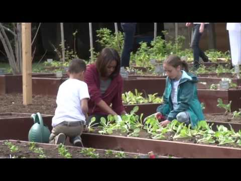 First Lady invites children to plant vegetable garden at White House