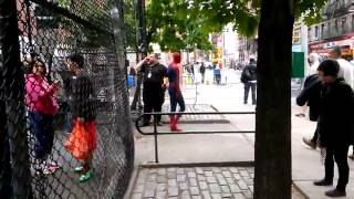 The Amazing Spiderman 2 in Chinatown Andrew Garfield took a break to play basketball with local kids