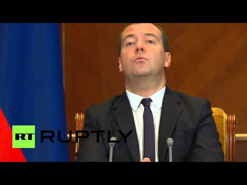 Russia: Medvedev meets sanction-hit bankers in Gorki
