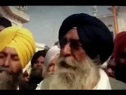 Sikh Khalistani Slap indian Leader L. K. Advani In Golden Temple  15-11-2011