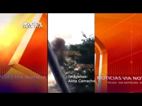 CAPTAN EL MOMENTO JUSTO DE VOLCADURA DE TRAILER SOBRE TREN EN AUTOPISTA CELAYA-QUERÉTARO
