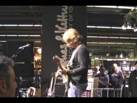 Musikmesse 2011: Thomas Blug encore at Hughes&Kettner