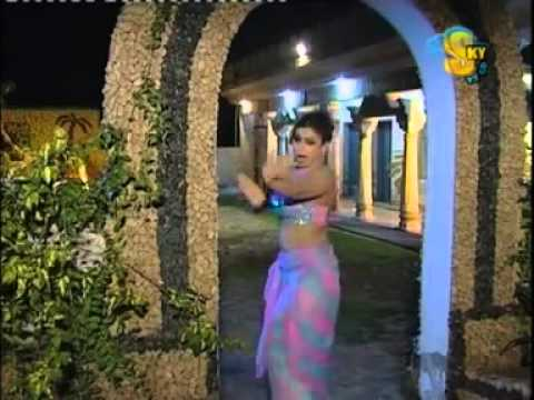 Nida Chaudhry Hot And Sexy Mujra   Baahon Mein Chale Aa video