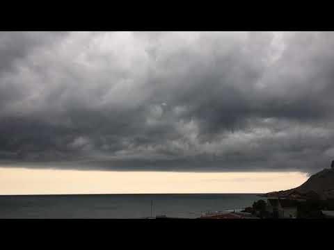 Перед стихией бурей в Крыму Коктебель Судак Алушта ливень ураган
