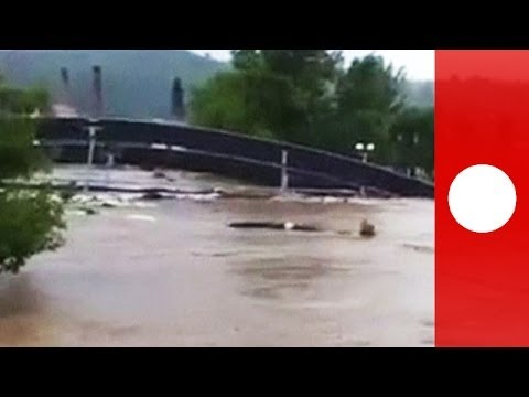 Bridge crashes into bridge on flooded river in Bosnia - caught on camera