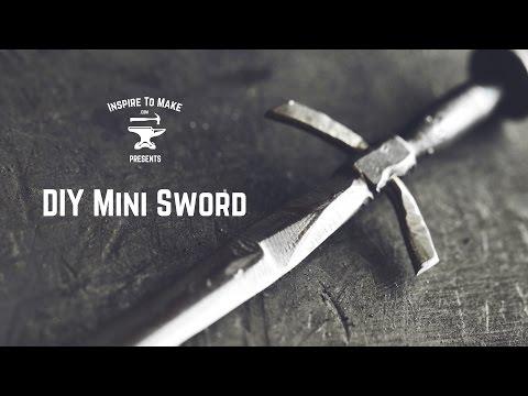 Rèn một thanh kiếm chỉ từ chiếc đinh sắt, quá ảo diệu :D