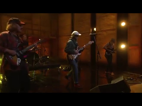 Mac DeMarco Performs Let Her Go on Conan 30/03/15