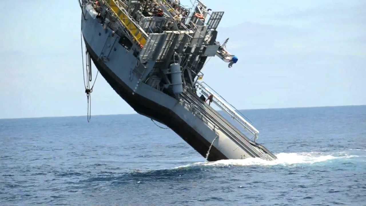 Nave Affonda nell'Oceano - Esperimento della Marina ...