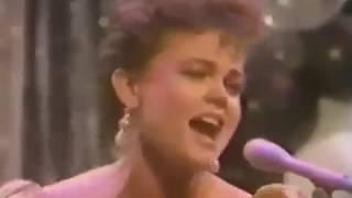 Go-Go's - We Got The Beat (Dick Clark's Rockin' New Years Eve 1982/1983)