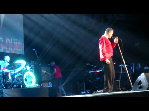 Morrissey in MADRID - Kick The Bride Down The Aisle