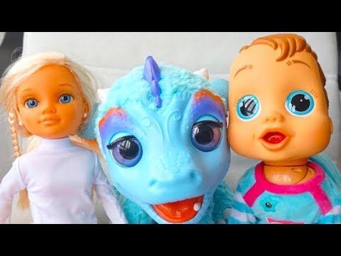 Куклы и пупсики отправляются на поиски новой игрушки