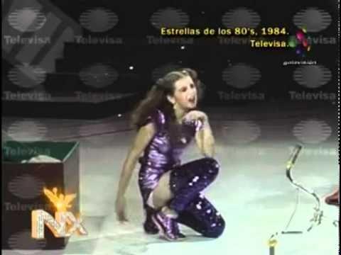 Thalia en su debut solista en Estrellas de los 80's