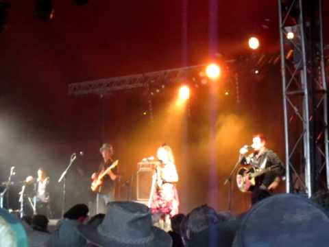 3 Daft Monkeys - Faces @ Glastonbury 2011