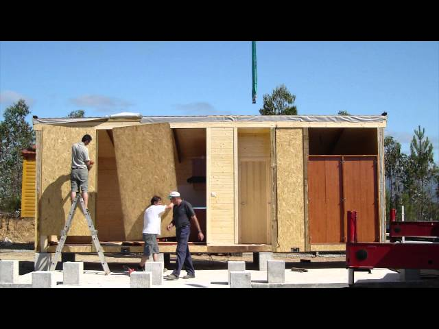 Montaje de una casa de madera de Carbonell