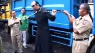 Download video Chain Thru Neck