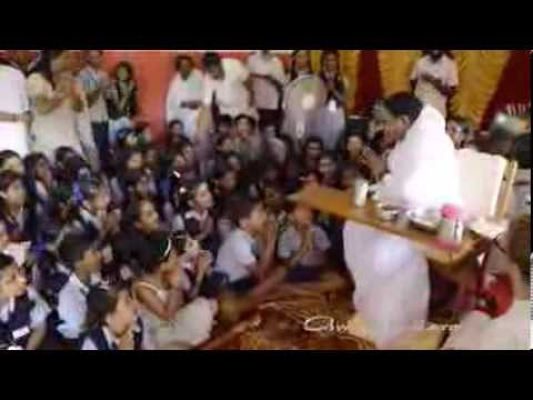 Amma Is Teaching Ashis Children To Say Om Namah Shivaya video