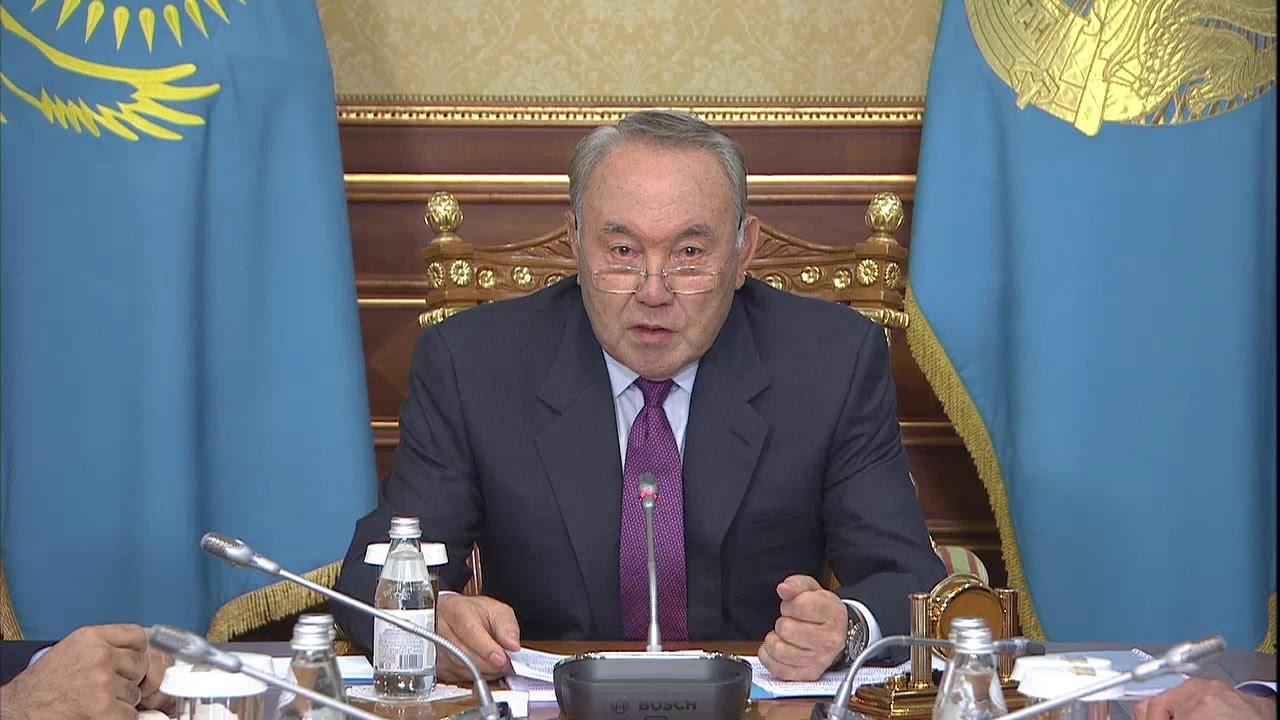 Президент нурсултан назарбаев во время встречи с министром информации