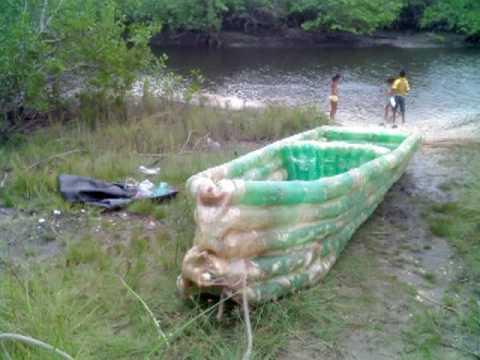 сделать из пластиковой бутылки лодку видео