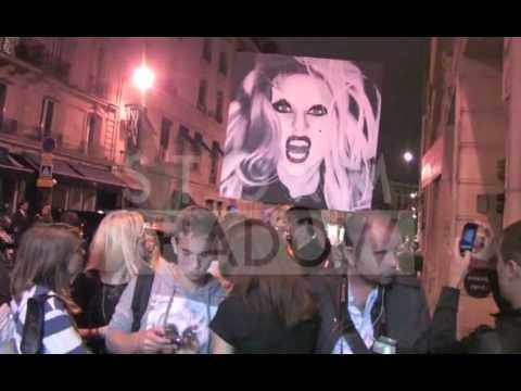 AMAZING VIDEO: Fans crazy about Lady Gaga in Paris