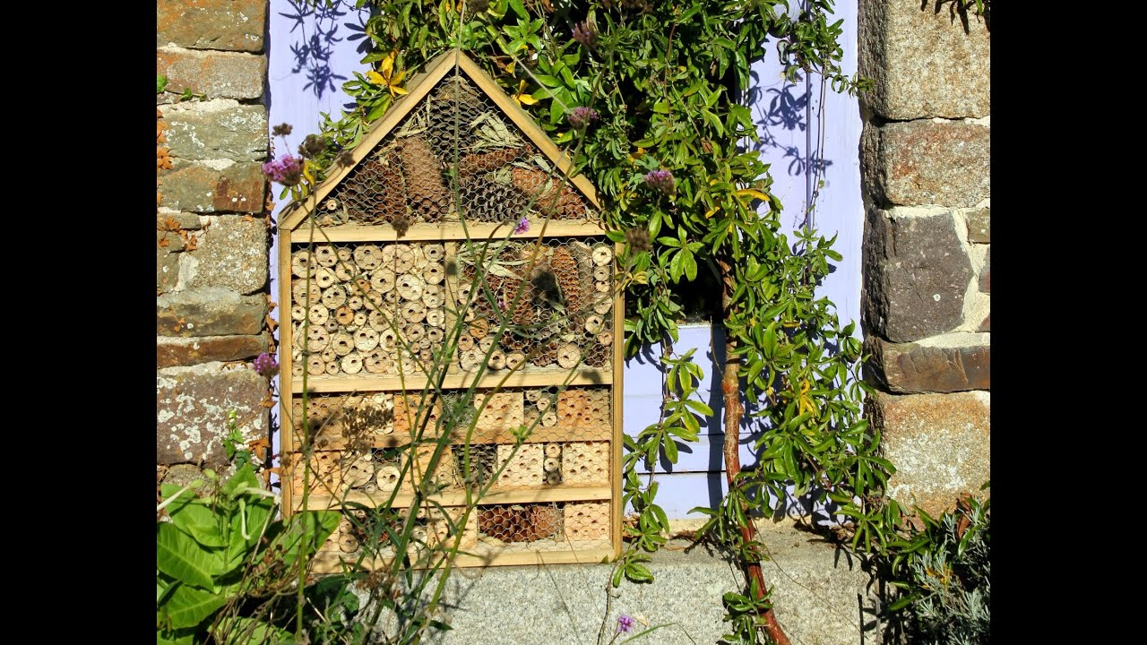 home made deluxe insect hotel from repurposed wood h tel. Black Bedroom Furniture Sets. Home Design Ideas