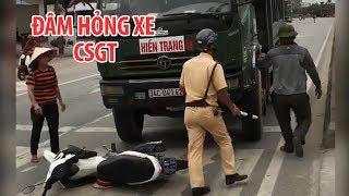 Công an đu trên xe tải, tài xế còn tông hỏng mô tô cảnh sát gây sốc