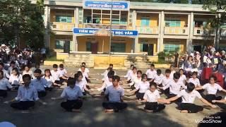 Mashup dân vũ Lạc Trôi - Bố ơi mình đi đâu thế | Lớp 11/1 | Trường THPT Nguyễn Huệ