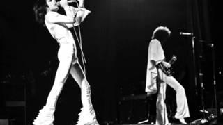 Watch Queen Guitar Solo (Live) video