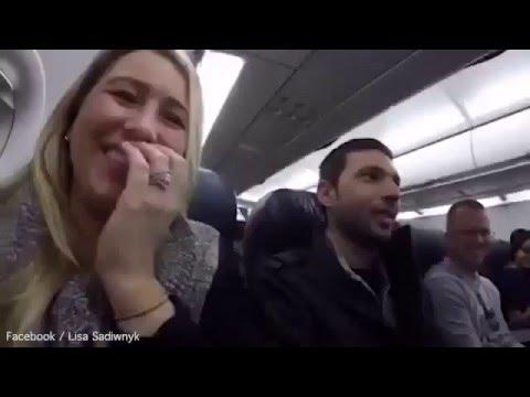 Жена рассказала мужу о беременности при помощи пилота самолёта
