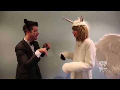 Welcome to New York with Taylor Swift & Jim Carrey | Lyrics on the Street