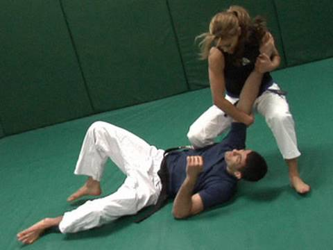 Eve shows off her Jiu-Jitsu skills Image 1