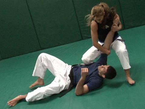 Eve shows off her Jiu-Jitsu skills