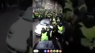 PORSCHE 911 retournée sur par les gilets jaunes- 1er Décembre 2018