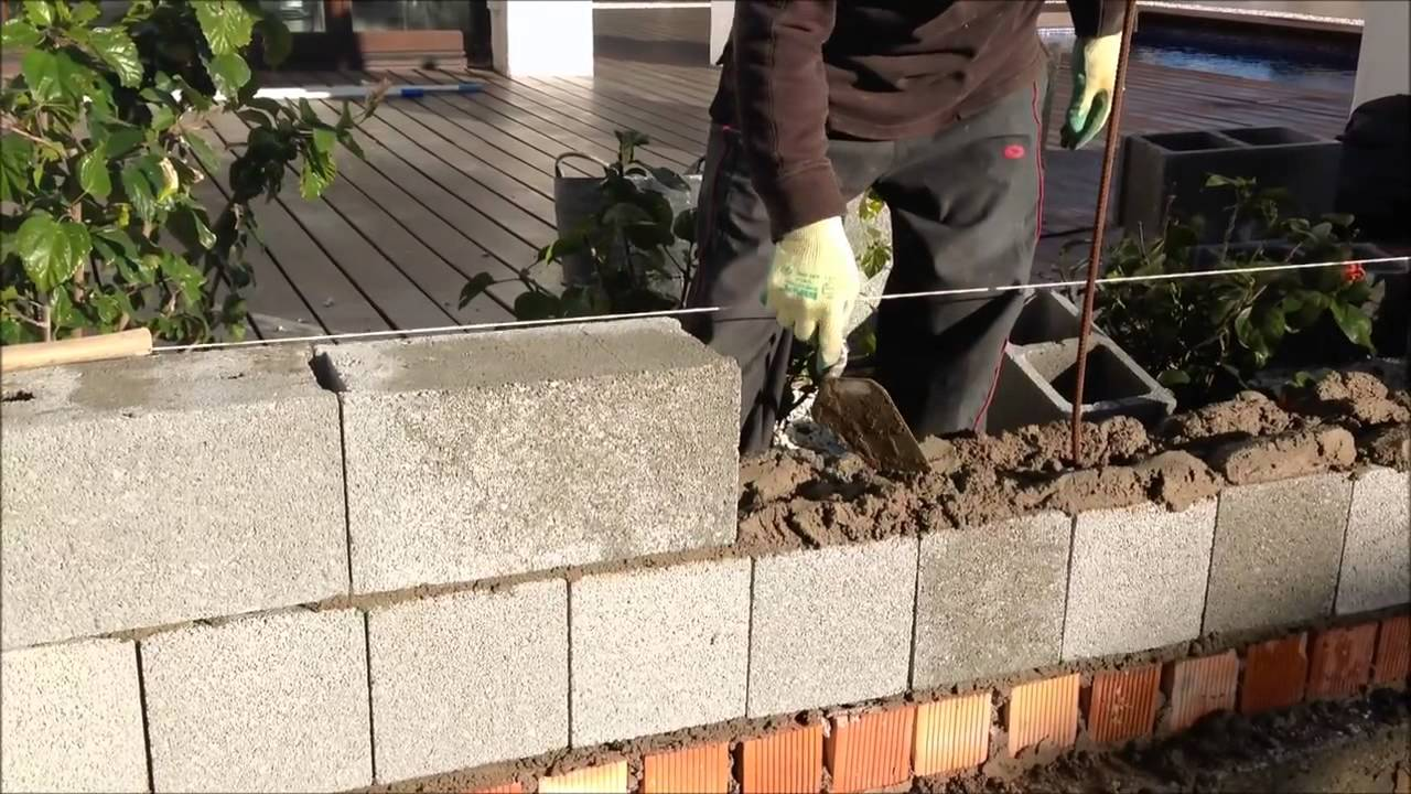 Muro de bloques de hormigon youtube for Pared de 15 ladrillo comun
