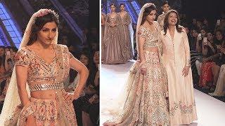 Soha Ali Khan Ramp Walk For Bombay Times Fashion Week | Latest Ramp Walk Video 2018