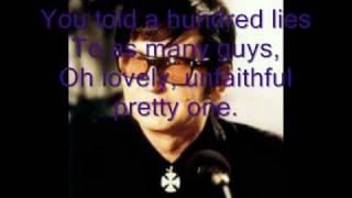 Watch Roy Orbison Pretty One video