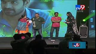 Pawan Kalyan fans to Mahesh Kathi at Mental Madhilo Movie Pre Release Event || TV9
