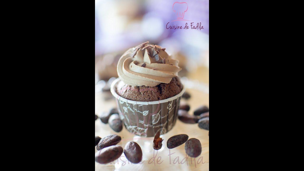 cupcakes au chocolat et ganache mont 233 e au chocolat au lait chocolate cupcakes كاب كيب